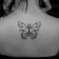 tattoo borboleta geométrica