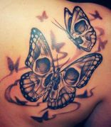 tattoo borboletas caveira